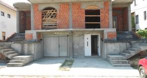 Na prodaju započeta kuća 300m2 naselje Podina