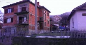 Prodaje se kuća 380m2 sa placem oko 5 ari u Sokobanji!!!