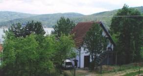 Na prodaju vikendica na Bovanskom jezeru 100m2